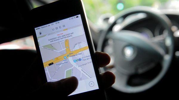 Der Fahrdienstvermittler Uber darf vorerst weiter machen: Die Taxifahrer haben jetzt wohl einen längeren Klageweg vor sich