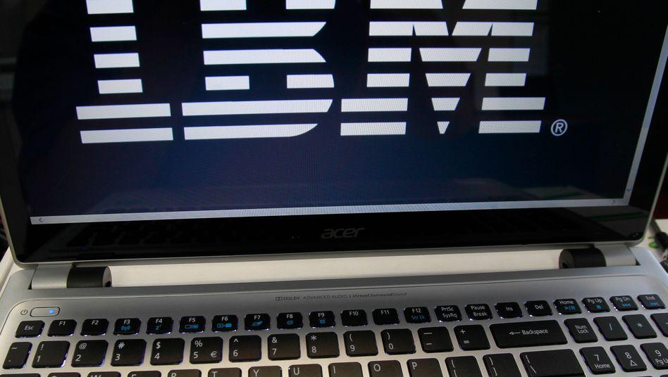 IBM litt im abgelaufenen Jahr auch unter dem starken Dollar, denn der Konzern erwirtschaftet einen Großteil der Erlöse nicht im Dollar-Raum
