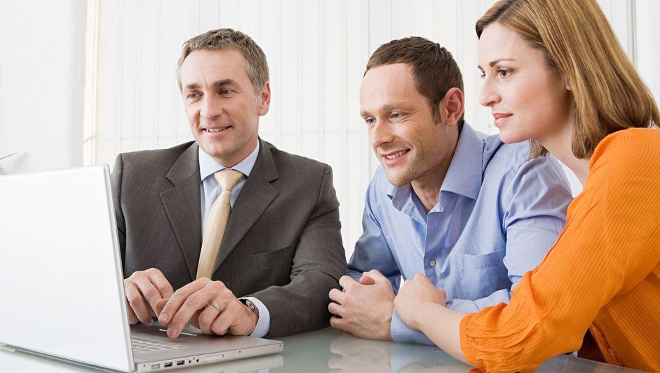 Beratungsgespräch: Laut Verbraucherschützern halten Banken die neuen Dokumentationspflichten nicht ein