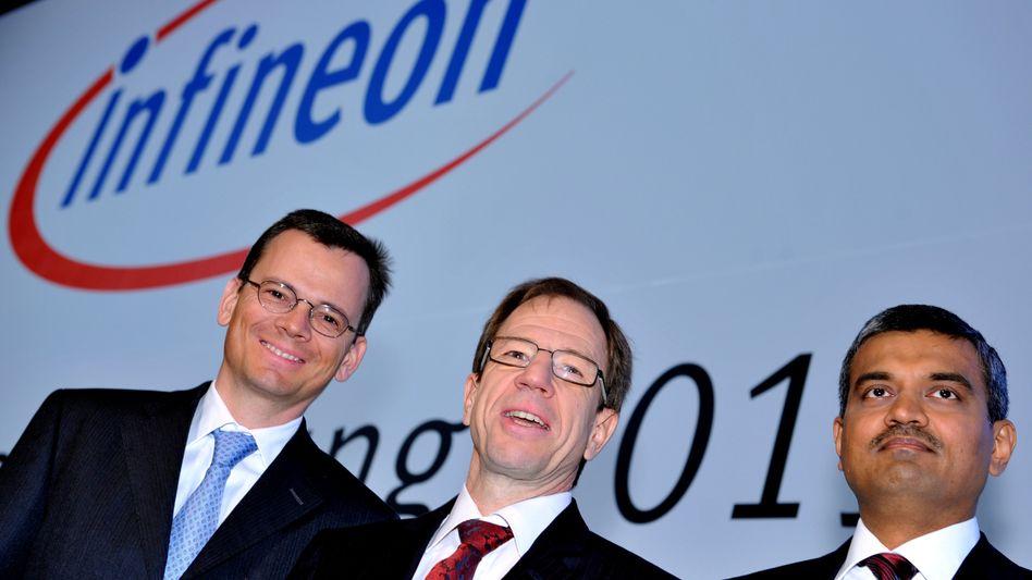 """Infineon-Chef Ploss (Mitte; mit Dominik Asam und Arunjai Mittal): """"Wir sind jetzt am sehr oberen Rand des oberen Randes""""."""