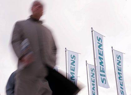 Im Gegenwind: Seit Monaten tobt die Schmiergeldaffäre bei Siemens