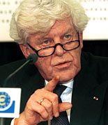 Wim Duisenberg, Chef der Europäischen Zentralbank, hat sich gegen Euro-Stützungskäufe der G7-Staaten ausgesprochen.