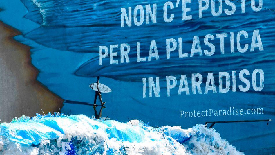 Anti-Plastik-Kunstwerk in Mailand