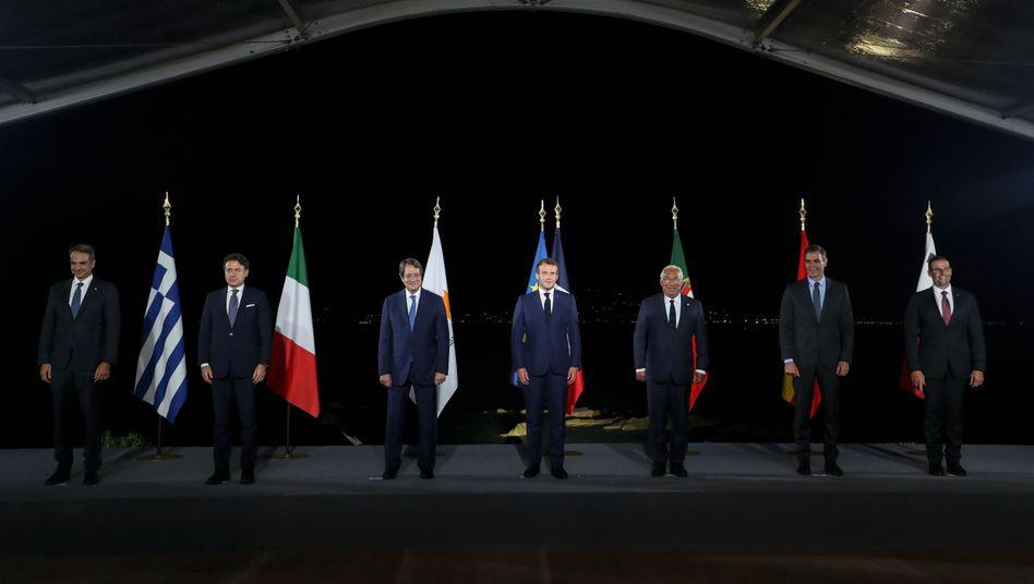 Treffen der Regierungschefs auf Korsika: (von l.) Kyriakos Mitsotakis (Griechenland), Giuseppe Conte (Italien), Nikos Anastasiadis (Zypern), Emmanuel Macron (Frankreich), Antonio Costa (Portugal), Pedro Sanchez (Spanien) und Robert Abela (Malta)