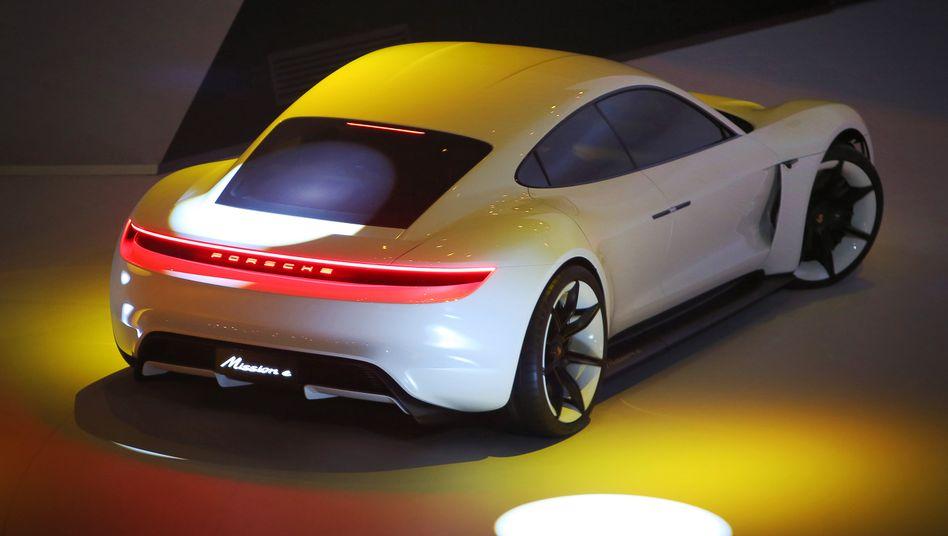 Porsche Mission E: Nicht nur Porsche, der ganze Volkswagen-Konzern will als eine Konsequenz des Abgasskandals mehr Elektroautos auf den Markt bringen