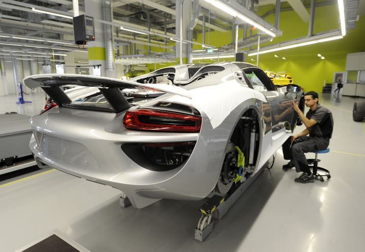 Zentrale von Porsche in Zuffenhausen: Stuttgart hat schon mit der Übernahme durch Volkswagen ein Steuerminus verkraftet