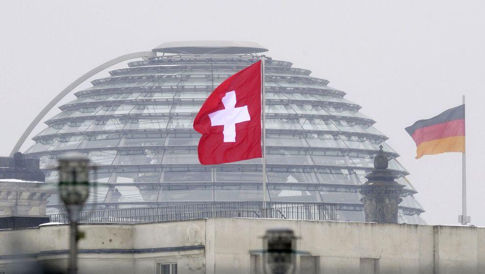 Steuerfluchtort Schweiz: Auch gestohlene Daten können rechtmäßige Ermittlungen auslösen