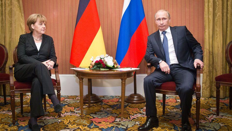 Hat sich in eine Sackgasse manövriert: Angela Merkel will Wladimir Putin zügeln, riskiert dabei aber, es sich mit der deutschen Industrie zu verscherzen