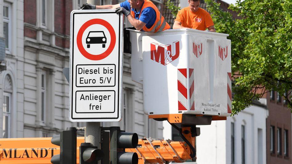 """Diesel Verbotsschilder an der Max-Brauer Allee in Hamburg: """"'Werden die Schilder noch im Mai scharf schalten"""""""