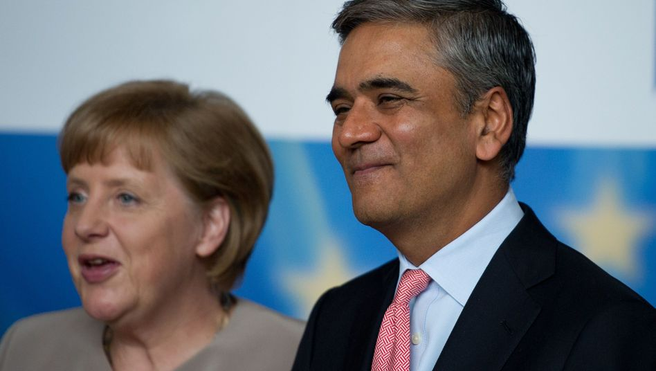 Kanzlerin Angela Merkel und der neue Co-Chef der Deutschen Bank Anshu Jain: Start in die neue Rolle als Deutsche-Bank-Chef, der immer auch Politikberater in der Bundesrepublik ist