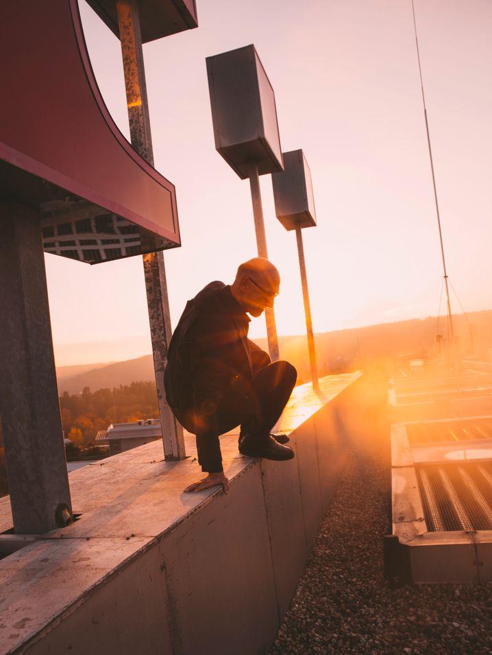 Oben drauf: Für unser Fotoshooting sprang Telekom-Chef Tim Höttges auf dem Dach seines Unternehmens umher