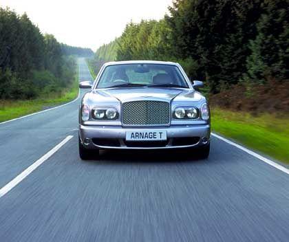 Turbo-Tonne: Der betagt wirkende Bentley Arnage T verblüfft, weil sein temperamentvoller Turbo bei 250 Stundenkilometern nicht automatisch abregelt