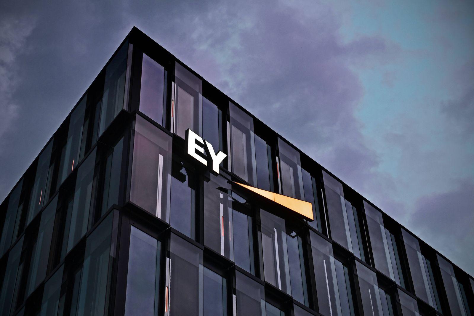 Buerogebaeude Ernst &Young, EY GmbH Wirtschaftspruefungsgesellschaft in Muenchen. Ernst & Young ist ein unter dem Kuerze