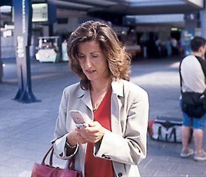 Auf dem Bahnhof geht die Post ab: Eva Müller beim mobilen E-Mail-Versand