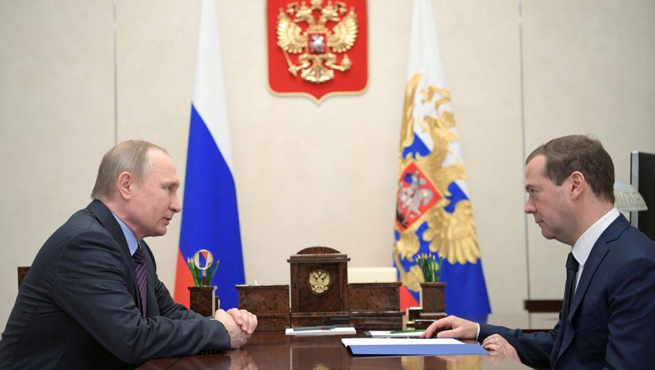 Präsident Wladimir Putin und (Ex-)Regierungschef Dmitri Medwedew. Sie tauschten schon zweimal die Ämter.