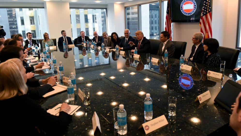 25 Big Shots an einem Tisch: Diese Tech-Größen kamen zu Trumps Gipfel