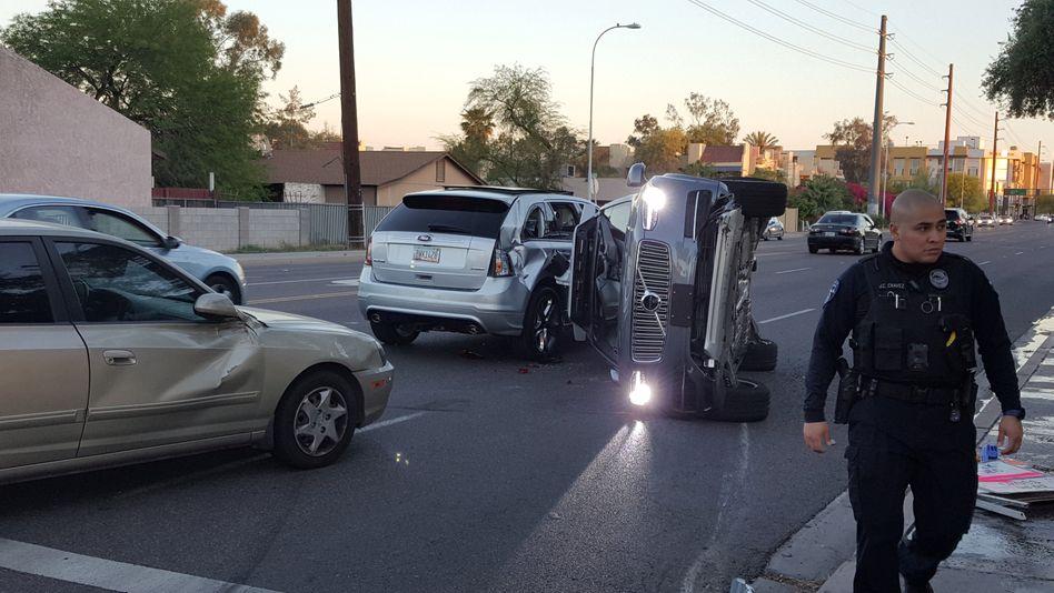 Auf die Seite gelegt: Ein Roboterauto von Uber ist im US-Bundesstaat Arizona in einen Unfall verwickelt worden