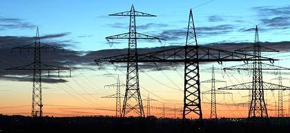 Strommasten nahe Pleinting (Niederbayern): Eon will sein Stromnetz bis Ende Mai zum Verkauf stellen