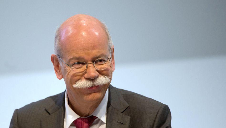 Dieter Zetsche: Der Daimler-Chef muss keine Altersarmut fürchten. Neben einem Einkommen von 8,3 Millionen Euro für 2014 kann er auf eine der üppigsten Altersvorsorge-Regelungen im Dax zählen. 39 Millionen Euro legte der Daimler-Konzern für Zetsches künftige Pensions-Zahlungen zurück