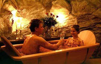 Ein Rosenbad ist reiner Luxus: Es duftet süß und streichelt die Seele