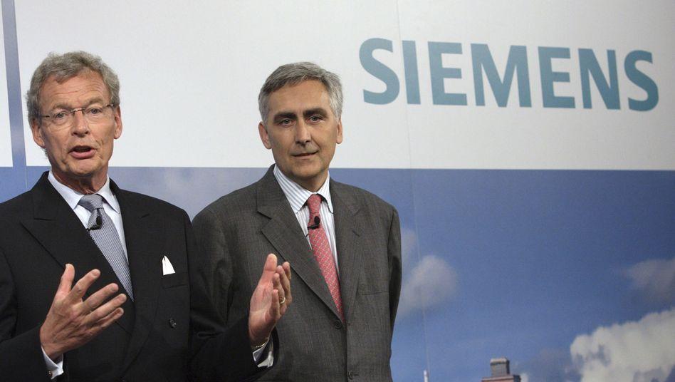 Löscher (rechts), Ziehvater Cromme: Auch Cromme ist nach seinem Abgang bei ThyssenKrupp geschwächt - und will seinen Job bei Siemens verteidigen