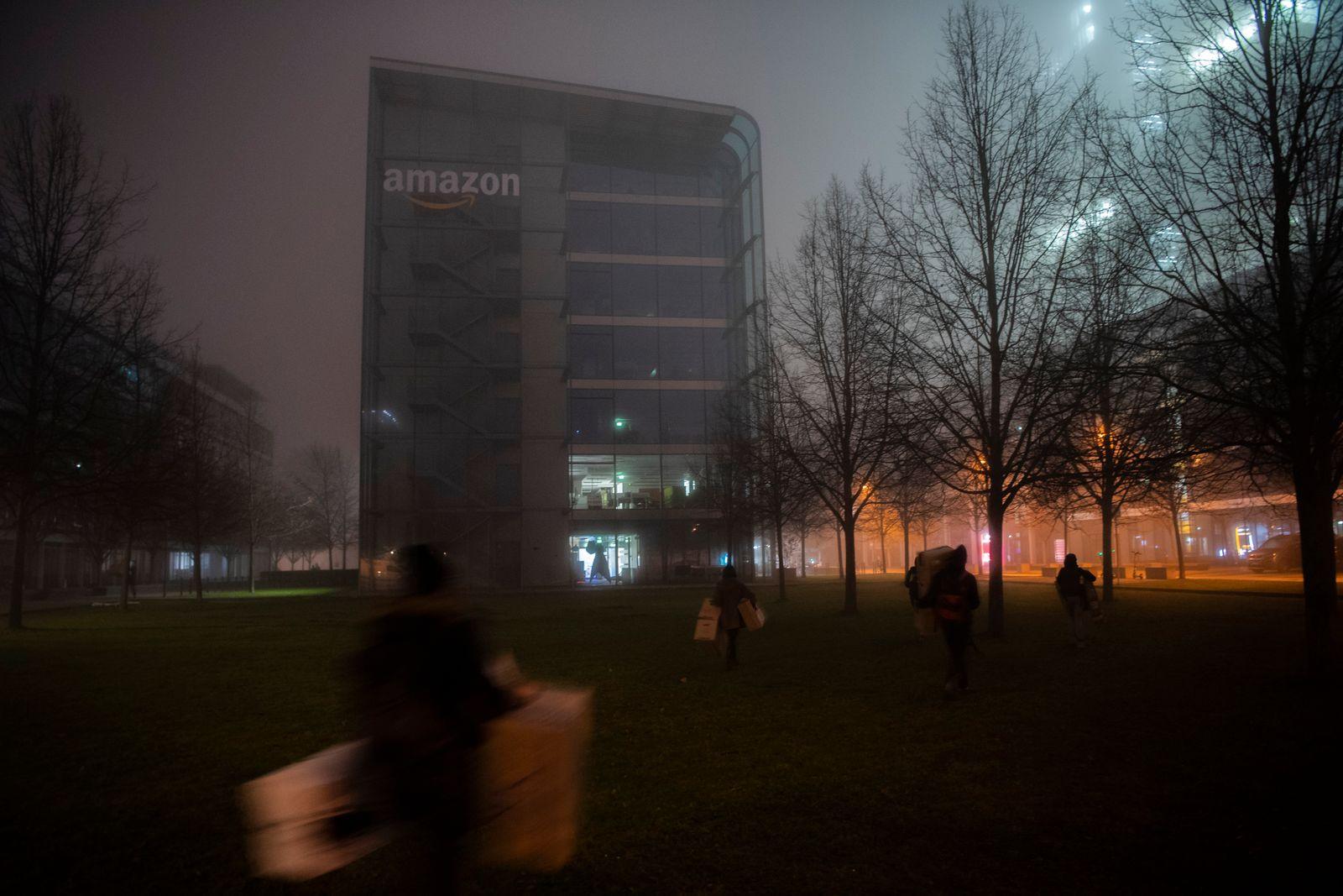 Extiction Rebellion Aktion bei Amazon