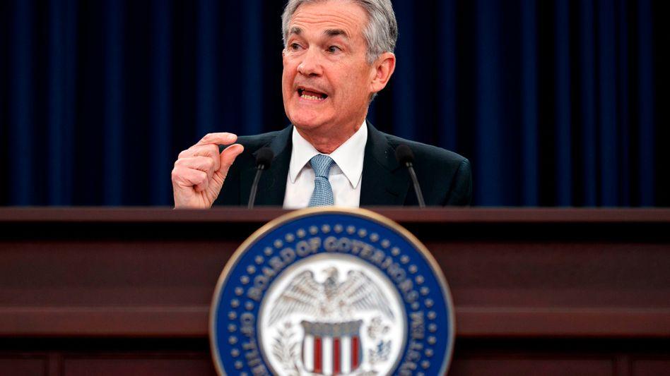 Fed-Chef Jerome Powell in der Kritik: Aufkauf der Schulden und Einstieg ins Helikoptergeld sind mit unabhängigen Notenbankern kaum zu machen. Deshalb dürften Notenbanken in Kürze ihre Unabhängigkeit verlieren