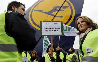 Die Lufthansa hat Probleme: Passagiere fehlen, ein Streik droht, die Frachtrate bricht ein