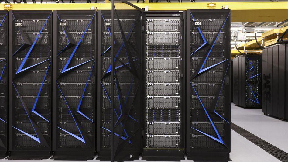 Summit von IBM: Der Supercomputer ist mit einer Leistung von 122,3 Petaflops der schnellste Rechner der Welt - und er steht in den USA
