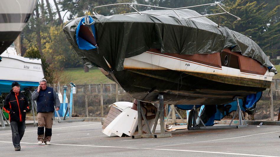 Das Boot des verschollenen Chefs der Modemarke Quicksilver, Pierre Agnes, steht im Hafen von Capbreton.