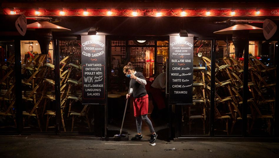 Bar in Frankreich im Lockdown: Im April 2020 sank die weltweite Wirtschaftsleistung um 20 Prozent.