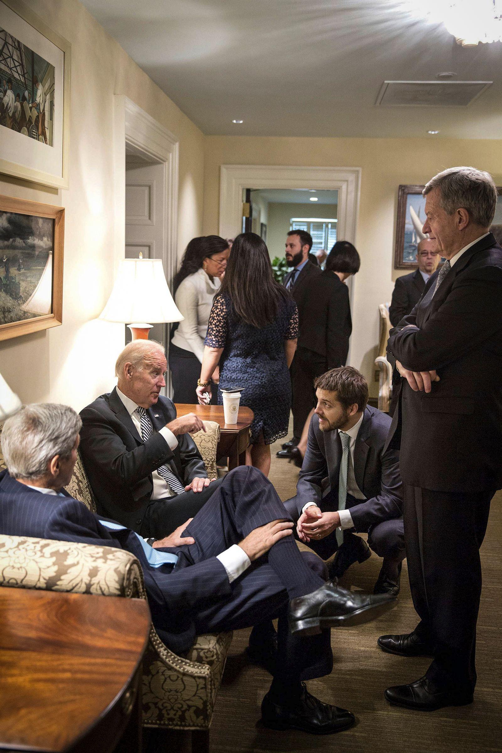 Sept. 25, 2015 - Washington, United States of America - U.S. Vice President Joe Biden talks with Sec