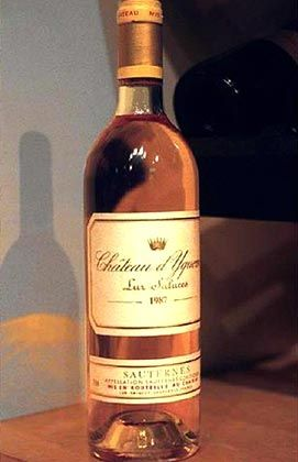 Der teuerste Tropfen weltweit: Nicht jede Flasche Château d'Yquem Sauternes - wie hier im Bild - kostet 46.228 Euro, für eine Flasche des Jahrgangs 1787 muss aber mit saftigen Preisen gerechnet werden