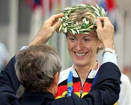 Gekrönt: Judith Arndt fuhr beim Straßen-Radrennen als Zweite über den Zielstrich und sicherte dem Deutschen Verband die zweite Medaille bei diesen Olympischen Spielen.