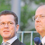 In Zwietracht vereint: zu Guttenberg, Steinbrück