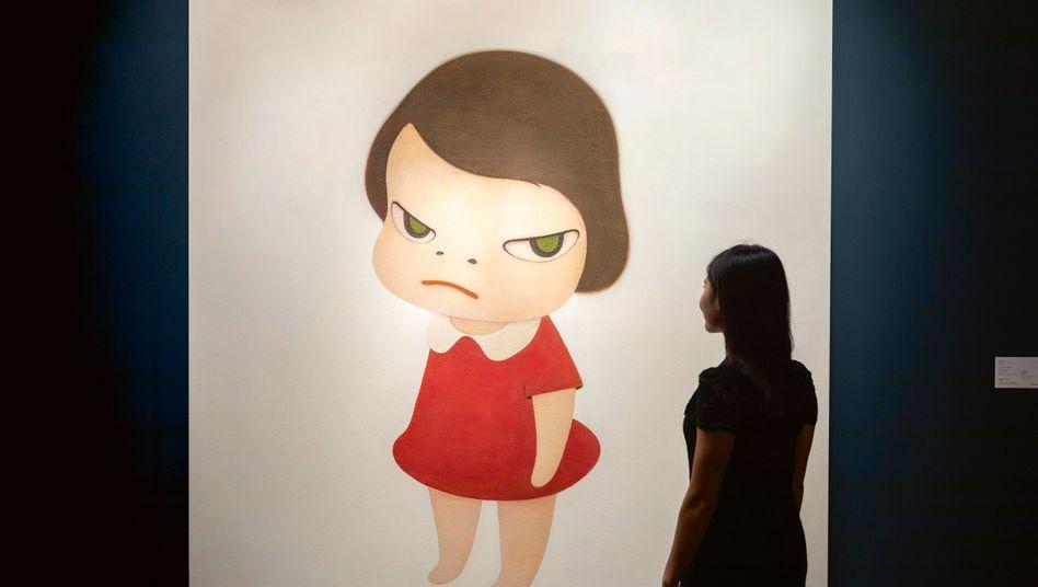 """Drohendes Unheil: Yoshitomo Naras Gemälde """"Knife behind back"""" (hier im Sotheby's-Showroom Hongkong) erzielte im Oktober 25 Millionen Dollar, ein Rekord für den Maler"""