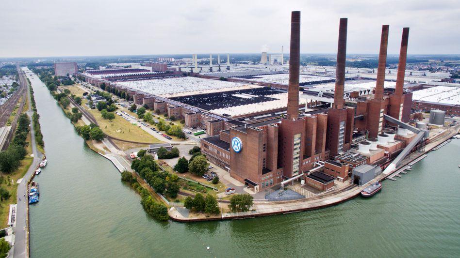 Luftaufnahme von Volkswagen in Wolfsburg (Archivbild): Einmaliger Vorgang in der jüngeren deutschen Wirtschaftsgeschichte, falls das Gericht die Anklagen zulässt