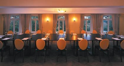 Der Röhricht-Salon im Obergeschoss des Schlosses, mit Blick auf die Stepenitz, ist ein geeigneter Ort für Veranstaltungen, die ein elegant-dezentes Ambiente mit einer kreativen und inspirierenden Atmosphäre erfordern.