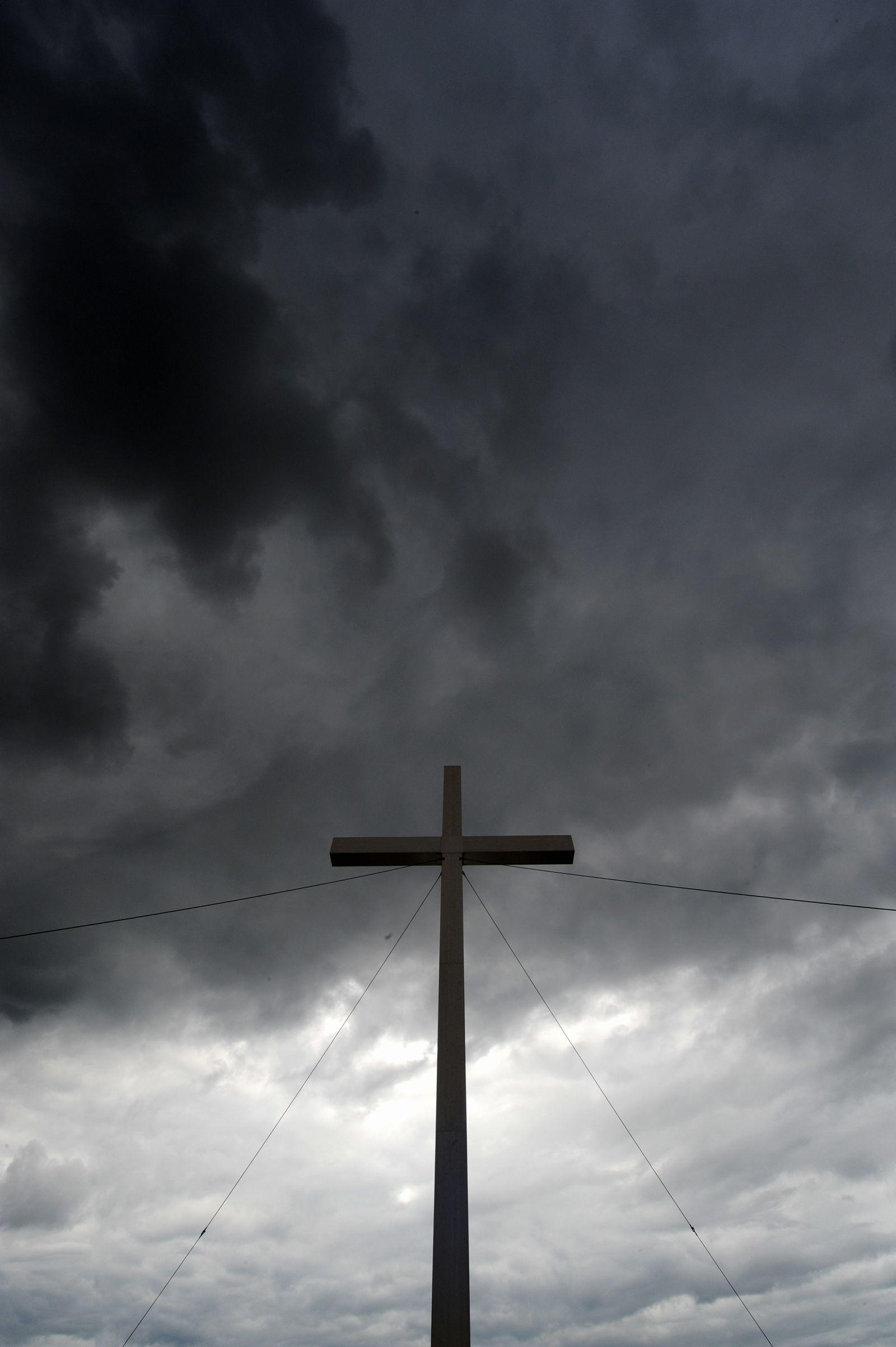 Kirche / Missbrauch / Kreuz / Symbolbild