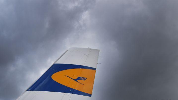 Fluggesellschaften langen zu: Von teuren Extras und schmalen Sitzen