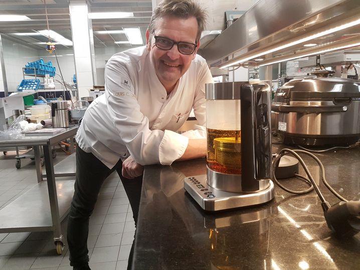 Abwarten und Tee kochen: Thomas Martin mit kombiniertem Tee- und Wasserkocher