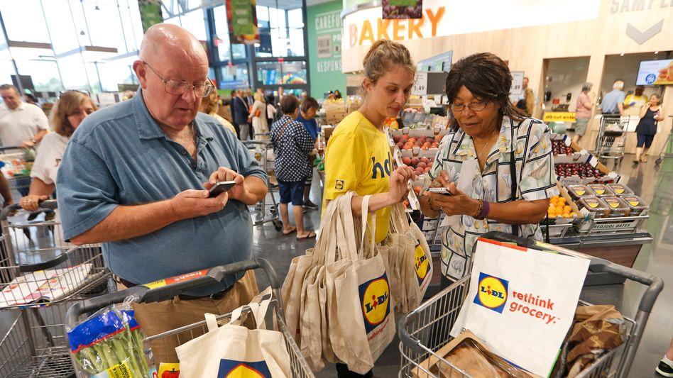 Kunden in einem Lidl-Markt in den USA