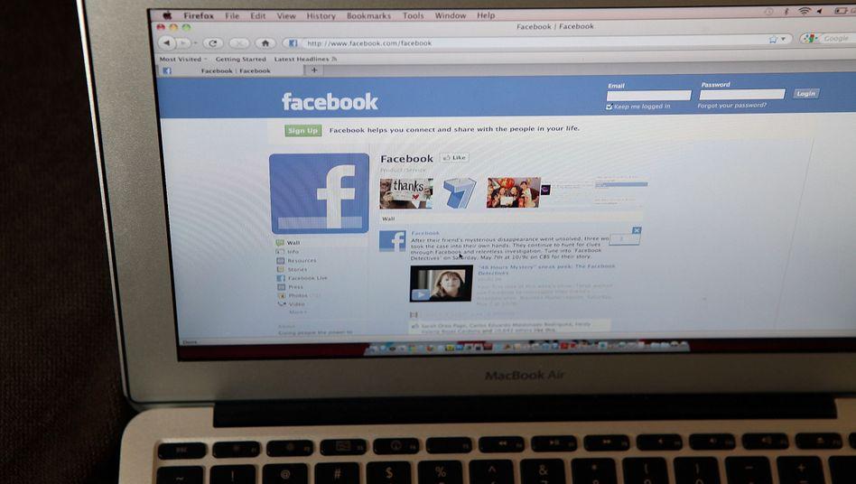 Immer in Kontakt: Soziale Netzwerke sind besonders bei unter 30-jährigen Internetnutzern hoch im Kurs