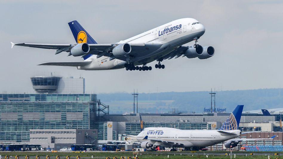 Lufthansa-Maschine in Frankfurt am Main: Viele Gruppenbuchungen fehlen - wohl wegen der Terrorangst