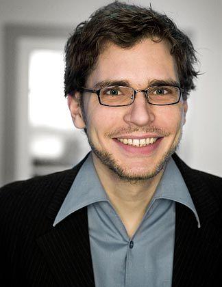 Ben Rodenhäuser arbeitet als Trend- und Zukunftsforscher bei Z_punkt The Foresight Company, einem Beratungsunternehmen für strategische Zukunftsfragen. Er beschäftigt sich schwerpunktmäßig mit den Themen Netzwelt, Konsum und Urbanität.