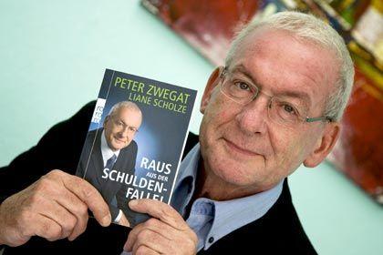Schuldnerberater der Nation: Der Einfluss von RTL-Star Peter Zwegat auf die sinkende Fremdkapitalquote der Deutschen bleibt unklar