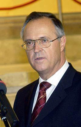 Plant schärfere Besteuerung privater Veräußerungsgewinne: Bundesfinanzminister Hans Eichel