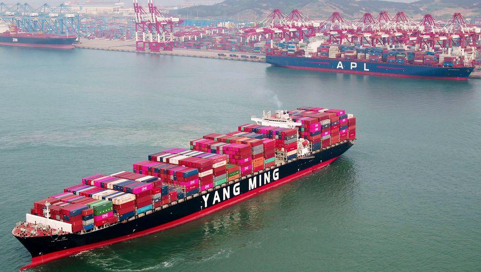 Containerschiff in der ostchinesischen Provinz Shandong: Die Exporte sind im August den dritten Monat in Folge gestiegen