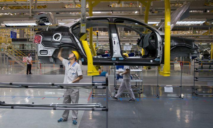 FAW-VW Werk in Chengdu: Chinas angeschlagener Automarkt muss wegen der Coronaviurs-Epidemie einen weiteren Rückschlag hinnehmen