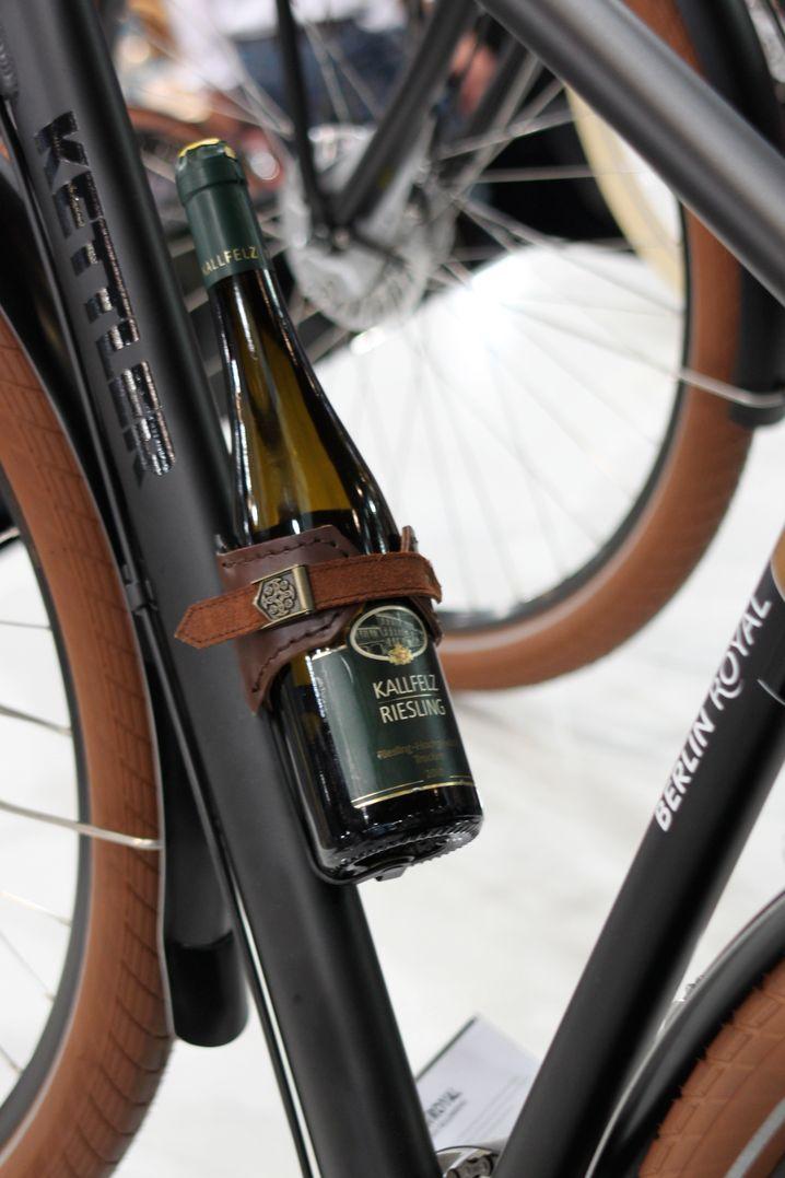 Weinflaschenhalter: Stilvoll radeln mit einem guten Tropfen am Rahmen
